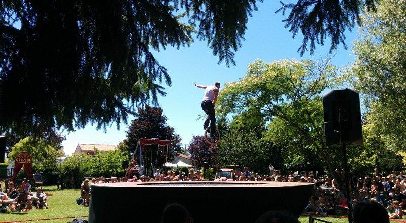 alixan_quel_cirque_trampoline_monocycle